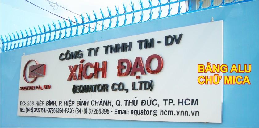 bảng hiệu quảng cáo trước cổng công ty
